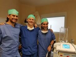 Dr A. Kosins(Los Angeles)& Dr G. Marcells (Sydney) au bloc avec le Docteur Gerbault.