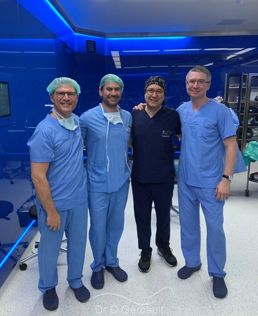 Au bloc opératoire avec les Drs Kosins (USA), Göksel (Turquie) et Zholtikov (Russie) pour discuter des nouvelles techniques de rhinoplastie en 2021.
